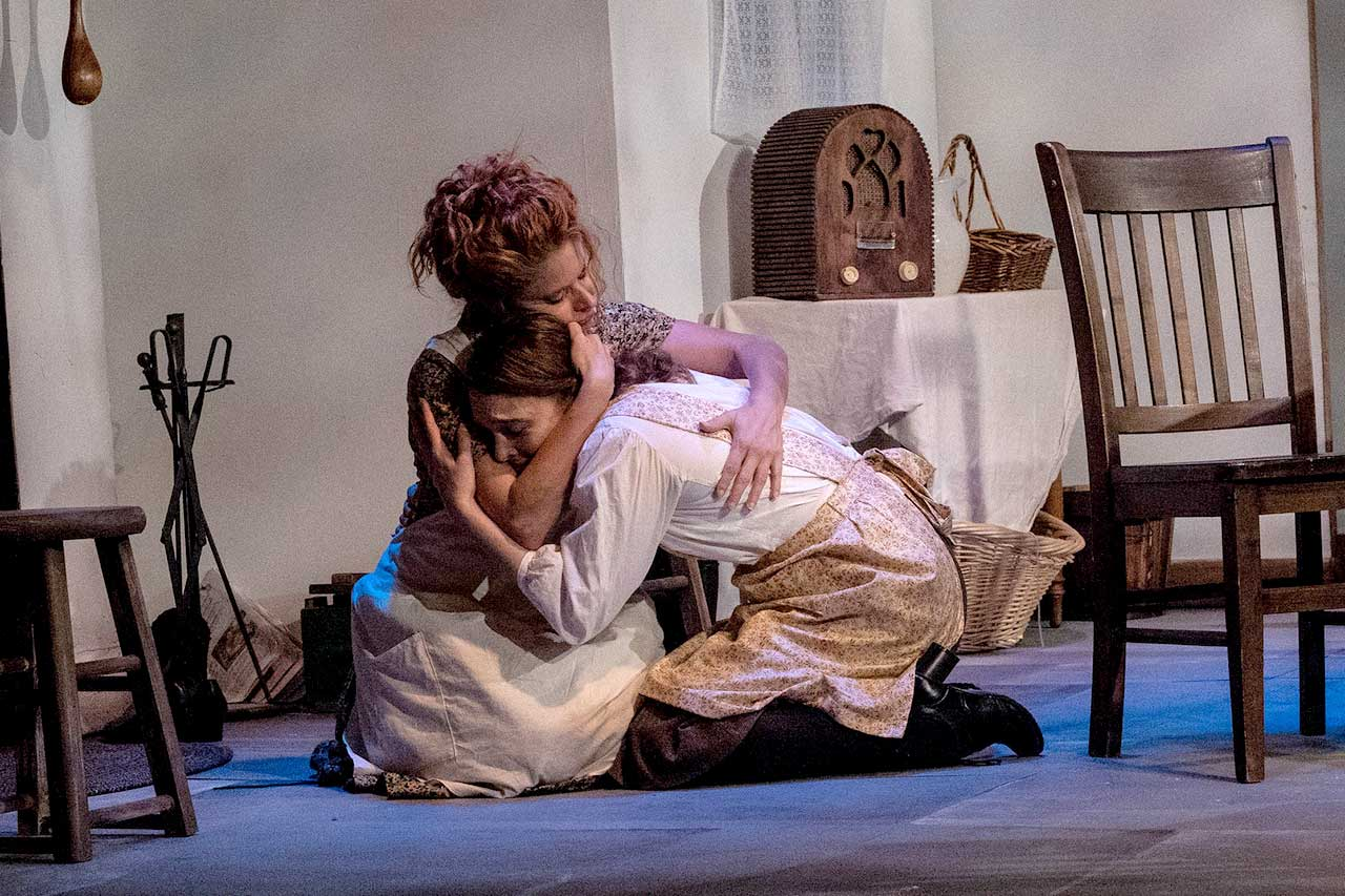 (L-R) Katrina Stevenson and Nicole Jeannine Smith in Jobsite's Dancing at Lughnasa. (Photo courtesy Pritchard Photography.)
